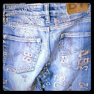 DT JEANS with Remarkable Embroidery